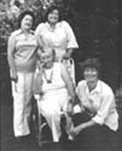 Figure 2. Bill Ganzel. Florence Thompson and Her Daughters, 1979.