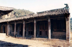 Fig. 7. Kaihuasi Heart/Mind Purification Halls (Zhaixintang). Repaired 1645. Front façade. Photograph by author.