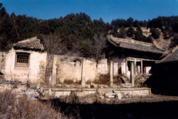 Fig. 10. Kaihuasi, ruins of the Hall for Discoursing on the Law (Yanfadian) and the Guanyin Storied Pavilion (Guanyinge). Rebuilt 1212. Photograph by author.