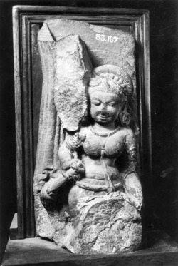 Fig. 13. Caurī bearer. 8th c. Kanauj, Farrukhabad District, Uttar Pradesh, India. Sandstone. State Museum, Lucknow. Photograph: Courtesy of the American Institute of Indian Studies, 49926.
