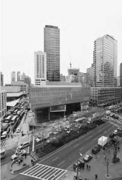 7. The completed new glass façade of Juilliard School / Alice Tully Hall following intervention by Diller + Scofidio. Photograph by Iwan Baan.