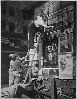 Fig. 1. Posting Wartime PSAs in Times Square in 1917