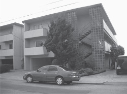 Figure 1. 1062 Kains Avenue, Albany, California, designed by George Swallow and built by John Carter and Paul Rago, 1961. The project provides a typical design for an eight-unit California garden apartment. Photograph by Elihu Rubin, 2013.