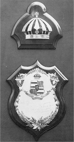 Figure 4. Plaque placed on Lili 'uo ka lani's casket, 1917.<br/><br/>Courtesy Hawai'i State Archives.
