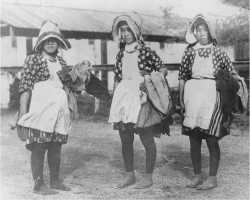 Figure 1. Japanese women sugar plantation field workers, ca. 1900,<br/><br/>Courtesy Hawai'i State Archives.
