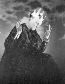 Fig 6. Edith Sitwell as Lady Macbeth, by George Platt Lynes.<br/><br/>© Estate of George Platt Lynes.