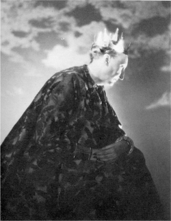 Fig 7. Edith Sitwell as Lady Macbeth, by George Platt Lynes.<br/><br/>© Estate of George Platt Lynes.