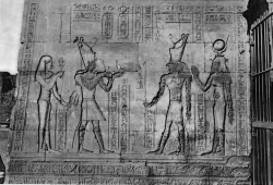 Figure 6. Edfu pl. 658, Pylon, Register 1. In this scene, the female individual on the far left has been left untouched by iconoclasts (Photo: © IFAO).