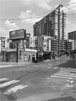 Figure 4. The Gulch Development Project towers over The Station Inn. Nashville, Tennessee. Courtesy of Chase Bringardner.