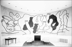 Fig. 2. Fernand Léger. Mural painting Les Plongeurs installed in the home of Wallace K. Harrison, Huntington, New York, early 1980s.