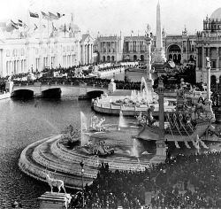 Fig. 1. Court of Honor, World's Columbian Exposition, Columbian Fountain by Frederick William Mac-Monnies, Wikimedia Commons.