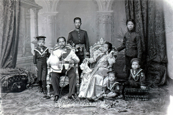 Figure 4b. Robert Lenz's Studio, The Siamese Royal Family, 1896. Courtesy of National Archives of Thailand.