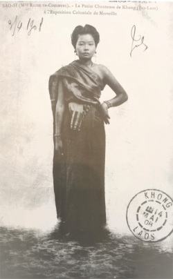 Figure 1. Photo of Ms Si from the Raquez collection, c. 1900.