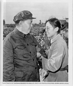 Figure 9. Unknown photographer, Song Binbin presenting a Red Guard armband to Mao Zedong in a photograph published in Renmin huabao, no. 9 (1966): 29.